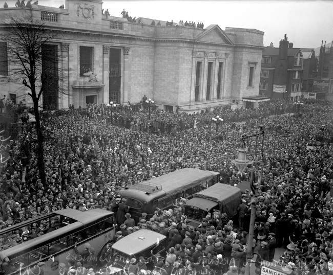 Thousands of Arsenal fans pack the streets outside Islington Town Hall to greet the FA Cup winners as they make their way to a civic reception held at the Town Hall in their honour Date: 28/04/1930