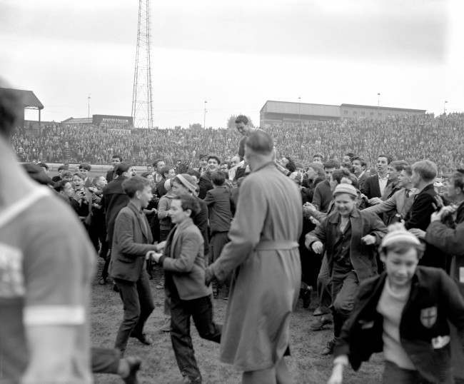 Soccer - Football League Division One - Chelsea v Nottingham Forest - Stamford Bridge Chelsea's Jimmy Greaves is chaired off the pitch by fans after scoring four goals on his last appearance for the club Ref #: PA.2465154  Date: 29/04/1961