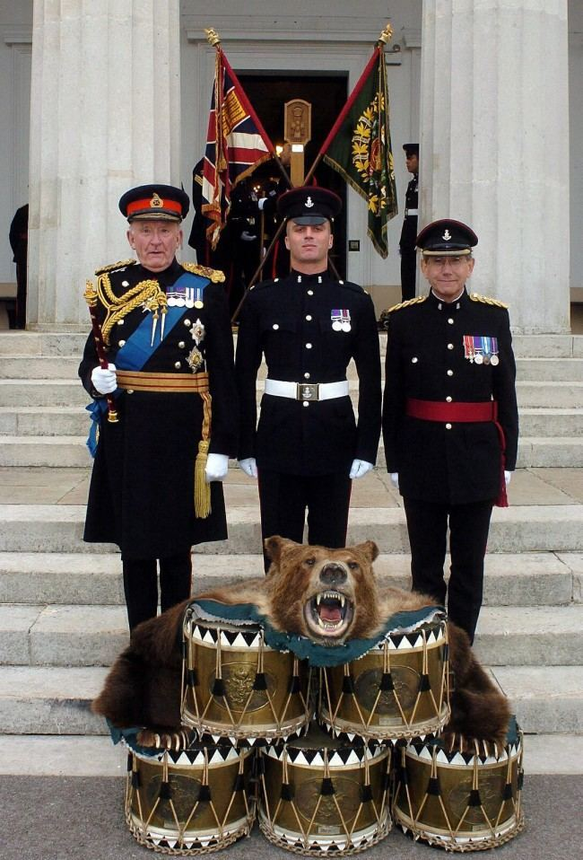 Field Marshall The Lord Inge (left) stands with Private Andrew Davies from Scarborough (centre) and Brigadier John Powell, Colonel of the Green Howards Regiment with drums captured in the Crimea at the Royal Military Academy, Sandhurst, Monday September 19, 2005. Eighteen ranks of serving Green Howard soldiers came together to celebrate the anniversary of their major battle honour, the Battle of Alma during the Crimean War.  Date: 19/09/2005