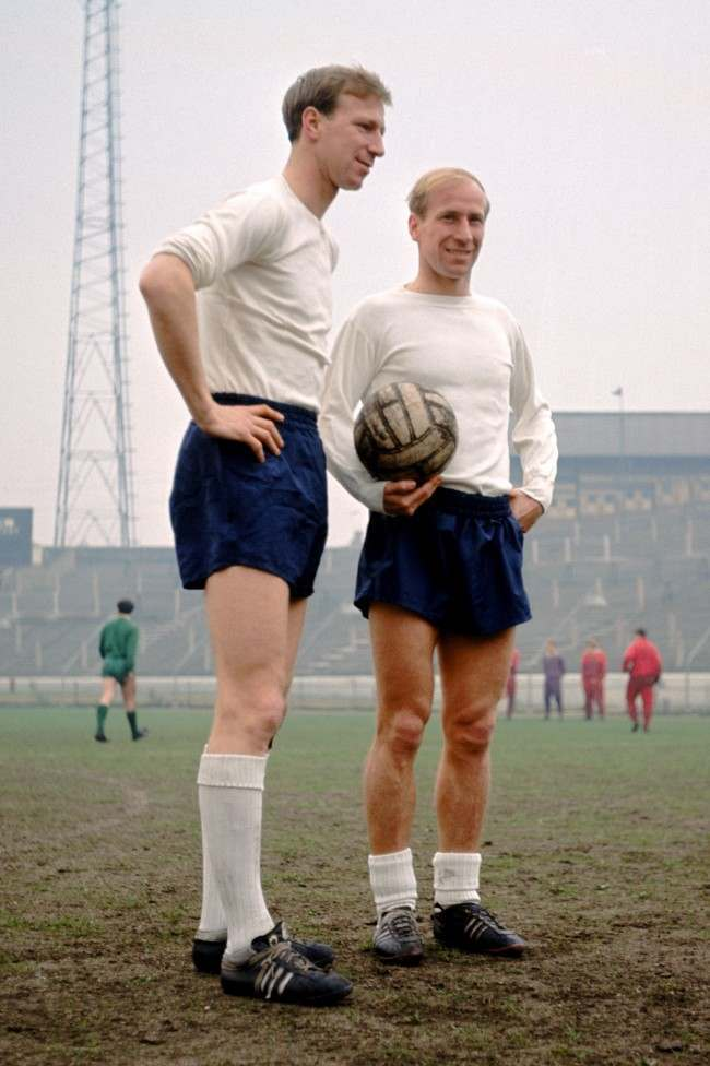 Jack (left) and Bobby Charlton (right), England, take a break in training at Stamford Bridge, Chelsea.  Soccer - England Players%0D%0AJack (left) and Bobby %0D%0ACharlton (right), %0D%0AEngland Ref #: PA.260973  Date: 08/04/1965