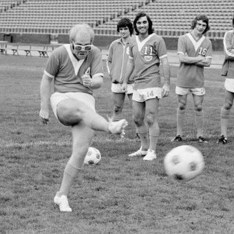 Elton John Trains With George Best And The Los Angeles Aztecs In 1976