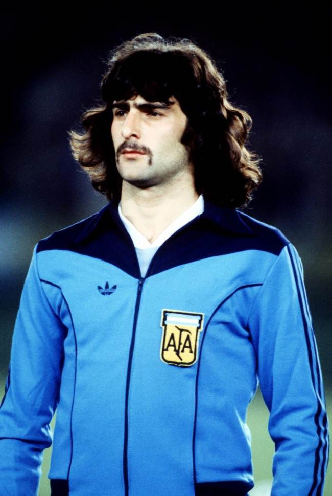 Mario Kempes, Argentina. Included because, as all Arsenal fans know, he's a monumental arsehat.