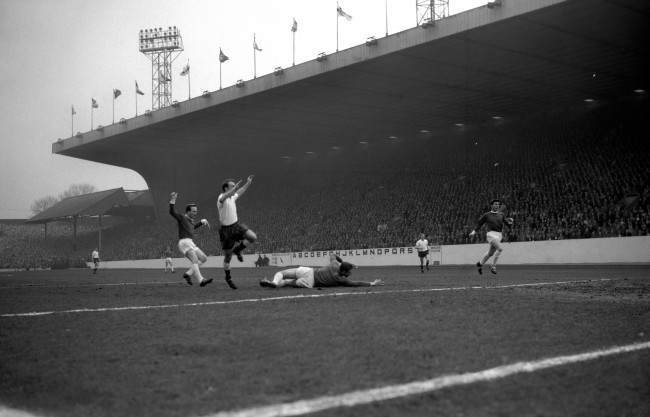 Jimmy Greaves (Spurs) nods the ball past Manchester United's keeper Gaskell in the opening four minutes of the FA Cup semi-final at Hillsborough Date: 31/03/1962