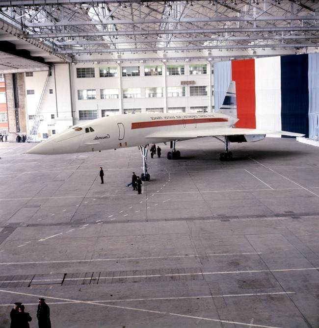 Concorde leaving the hanger for its first public viewing at the Sud Aviation Works in Toulouse archive-F2654-29.jpg Date: 11/12/1967