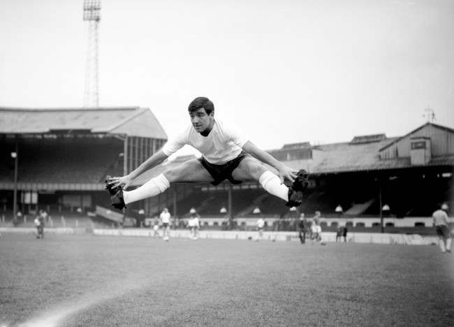 Soccer - Friendly - England v Belgium - England Training - Stamford Bridge England's Terry Venables practises his splits in preparation for the game against Belgium. Date: 19/10/1964