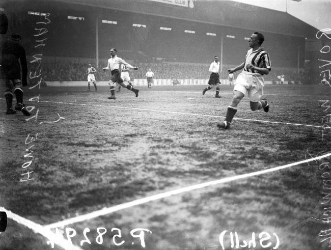 West Bromwich Albion's Wally Boyes (r) and Tottenham Hotspur's Les Howe (l) in action Date: 30/03/1935