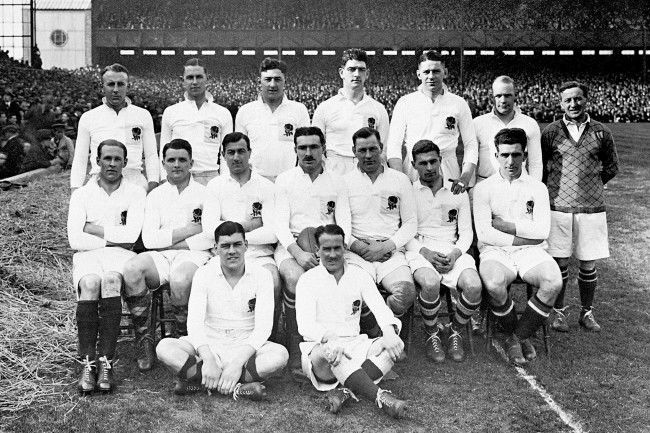 Rugby Union - Five Nations - Twickenham - England v Scotland England Team Group (Back Row l-r) Joe Periton, Carl Aarvold, Kendrick Stark, Jerry Hanley, Doug Prentice, Godfrey Palmer, T. H. Vile (referee). (front row l-r) William Taylor, James Richardson, E. Stanbury, Ronald Cove-Smith (captain), Sam Tucker, Thomas Brown, Robert Sparks. (sat l-r) Colin Laird, Arthur Young.