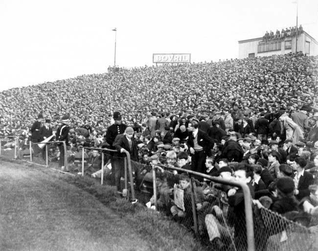 Soccer - Football League Division One - Chelsea v Arsenal A section of the huge 82,000 crowd at Stamford Bridge Ref #: PA.638757  Date: 12/10/1935