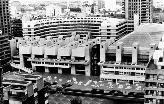 The main entrance of Barbican Arts & Conference Centre development in Central London is seen in this 1982 general view. The newly opened Barbican Centre, home to the Royal Shakespeare Company and the London Symphony Orchestra, is Europe's largest largest multi-arts and conference venue.  Date: 01/01/1982