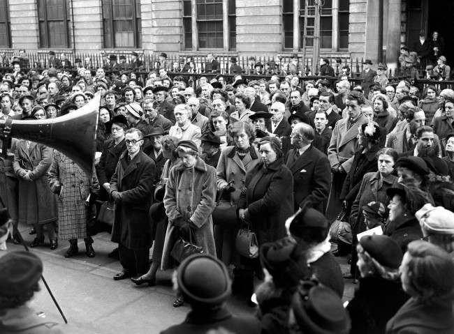 Part of the huge crowd outside the St Martin-in-the-Fields church for the memorial service for Ivor Novello.