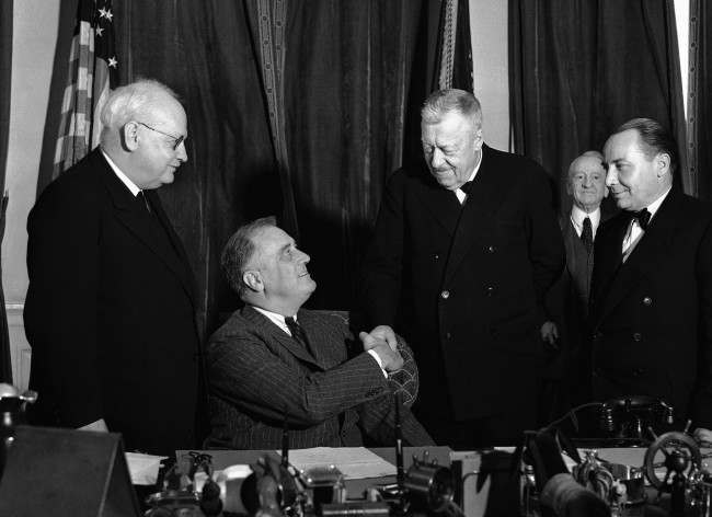 President Franklin D. Roosevelt receives Dr. Hugo Eckener, commodore of the Zeppelin fleet, at the White House in Washington and congratulates him on the Hindenburg's swift voyage to America. Left to right are: Dr. Hans Luther, German Ambassador; President Roosevelt, Dr. Eckener and Capt. Ernst Lehmann, commander of the Hindenburg.  Date: 11/05/1936