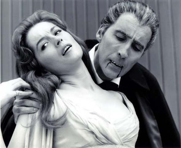 Barbara Shelly & Christopher Lee DRACULA PRINCE OF DARKNESS (1965)