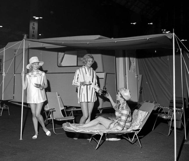 A SPECIALLY DESIGNED TENT WHICH CAN BE ERECTED AT THE REAR TO GIVE AN ADDITIONAL ROOM MEASURING ABOUT 7ft.3in.BY 10ft. IS A FEATURE OF THE SPRITE COUNTRYMAN CARAVAN AND IS SEEN BEING DEMONSTRATED DURING A PREVIEW OF THE INTERNATIONAL CARAVAN EXHIBITION, OPENING AT THE OLYMPIA IN LONDON. Picture date: 29th Nov 1960. PA NEWS PHOTO 29/11/60 Ref #: PA.1166977  Date: 29/11/1960