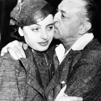1937: John Barrymore and Elaine Barrie Stage The World's Most Awkward Kiss