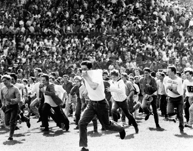 Soccer - Football League Division One - Chelsea v Middlesbrough - 1983 Chelsea fans on the rampage. Date: 14/05/1983