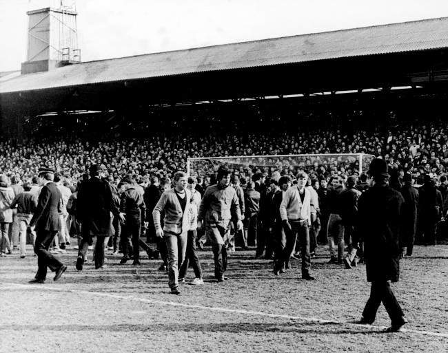 occer - Football League Division Two - West Ham United v Chelsea The West Ham United goalmouth is covered by fans who spilt onto the pitch after fighting erupted on the terraces behind the goal Date: 14/02/1981