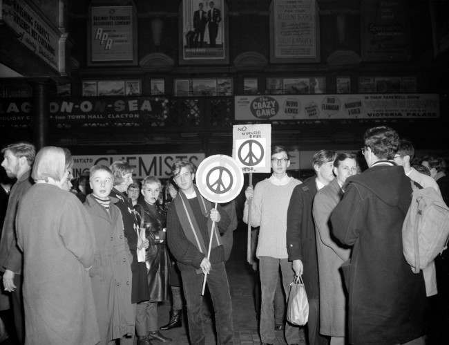 'Ban the Bomb' marchers at Liverpool Street Station, London Ref #: PA.4534331 Date: 09/12/1961