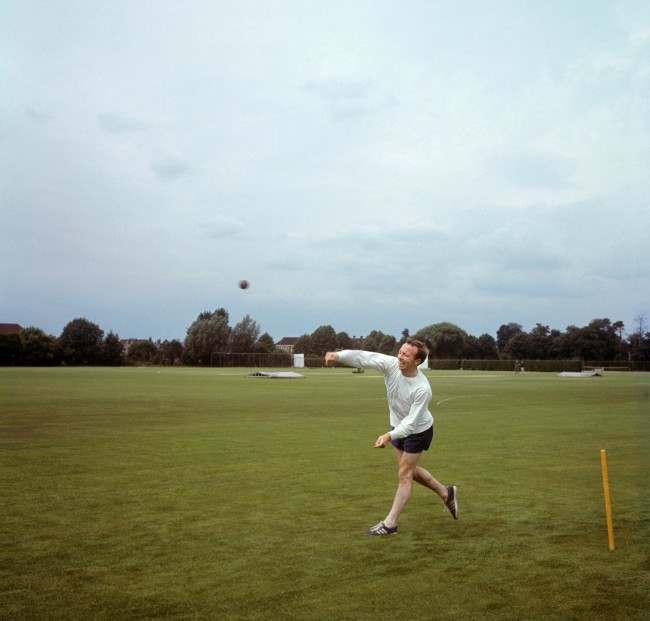 England's Nobby Stiles relaxes with a game of cricket 900-78 Ref #: PA.4826798  Date: 01/07/1966