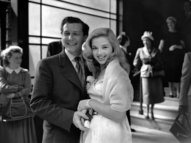 19 year old film actress Diana Dors and her new husband Dennis Hamilton, 26 year old representative of an engineering firm, leaving Caxton Hall register office after their wedding. Ref #: PA.5224735  Date: 03/07/1951 Picture by: PA/PA Archive/Press Association Images