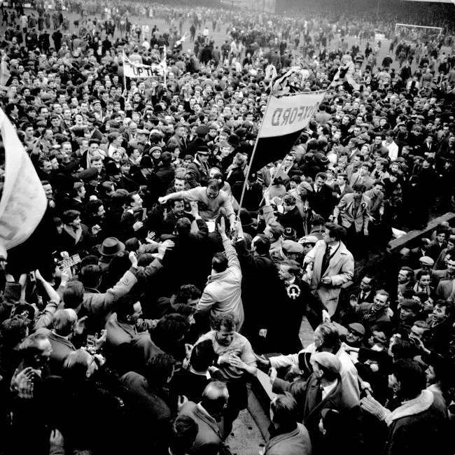 Soccer - FA Cup - Fifth Round - Oxford United v Blackburn Rovers Oxford United captain Ron Atkinson (c) is carried off by euphoric fans after his team beat First Division Blackburn Rovers 3-1 Date: 15/02/1964