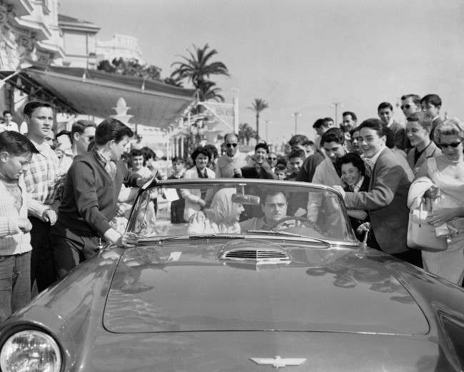 rrival of Elizabeth Taylor in car with Michael Todd, her husband, driving to the Carlton hotel on May 2, 1957 at Cannes in France. (AP Photo/Pierre Godot) Ref #: PA.7665478  Date: 02/05/1957