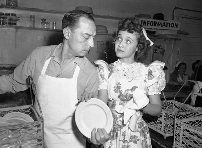 oung actress Jane Powell, who just completed work in ?Song of the Open Road,? does her bit at the canteen drying dishes for dishwasher Buster Keaton, once-famous stone-face comedian in Hollywood, Los Angeles, April 22, 1944. (AP Photo) Ref #: PA.8603982 Date: 22/04/1944