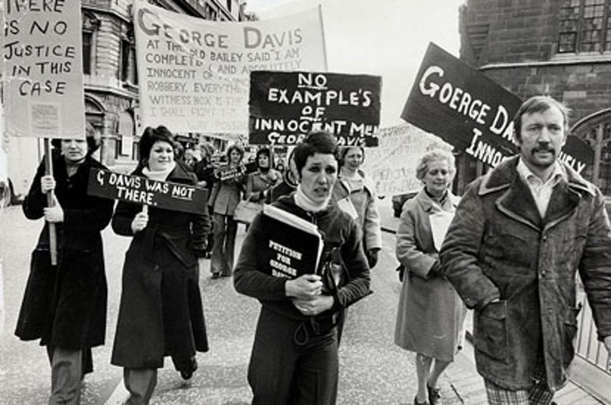 Friends And Family Of Convicted Armed Robber George Davis Including His Wife Rosie Davis Protest His Innocence By Marching From Tower Hill To Downing Street To Hand In A Protest Letter To The Prime Minister Friends And Family Of Convicted Armed Robber George Davis Including His Wife Rosie Davis Protest His Innocence By Marching From Tower Hill To Downing Street To Hand In A Protest Letter To The Prime Minister 5 Apr 1975