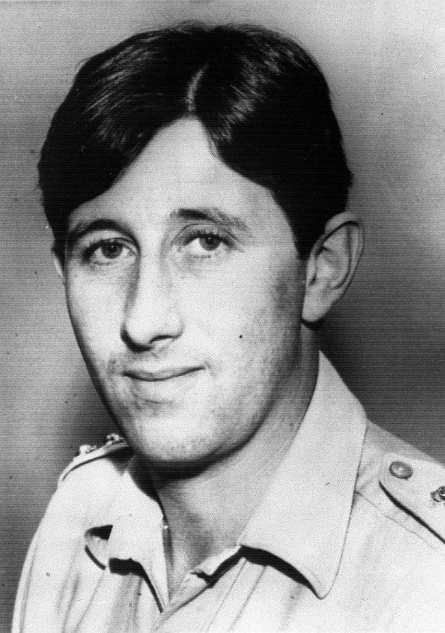 Captain David Stewardson, 29,who was a Royal Army Ordnance Corps Disposal expert died in a Belfast hospital of bomb blast wounds after a booby trap bomb he was defusing exploded. Date: 09/09/1971