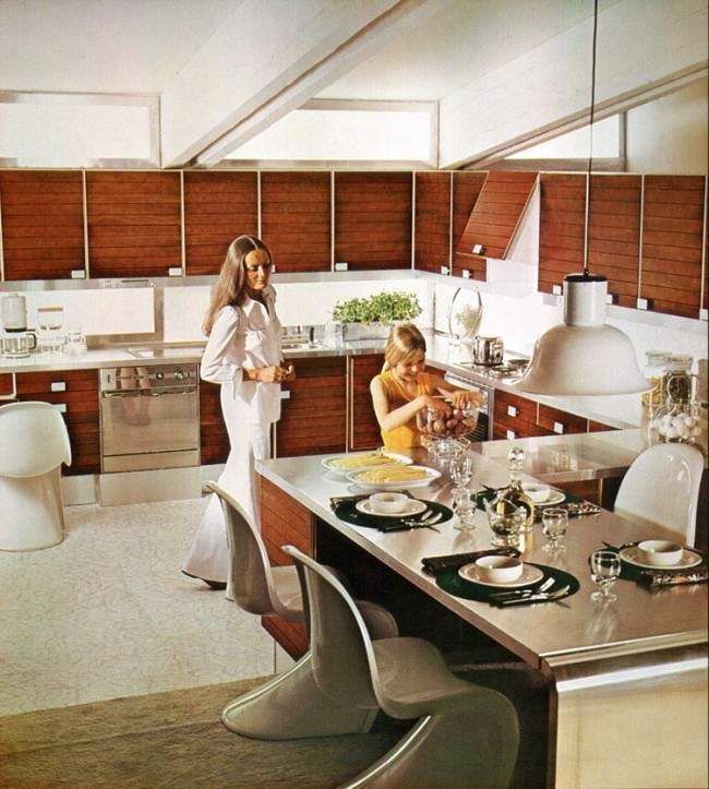 its hard to imagine a time when this space age decor wasnt retro when it truly looked modern i for one never entered a home in the 1970s which - 1970s Kitchen