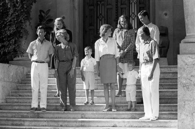King Juan Carlos Hosts Diana Charles And The Young