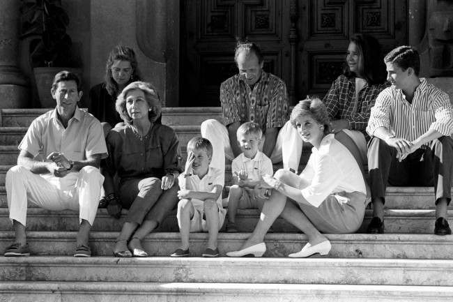 king juan carlos hosts diana  charles and the young princes harry and william in majorca 1988  9