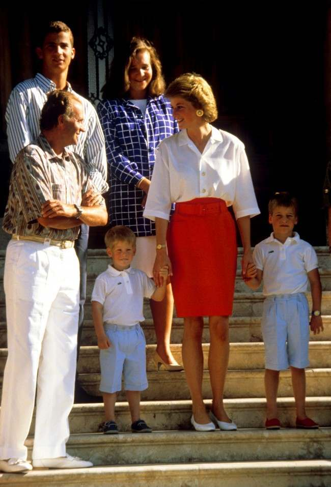King Juan Carlos Hosts Diana Charles And The Young Princes Harry William Majorca