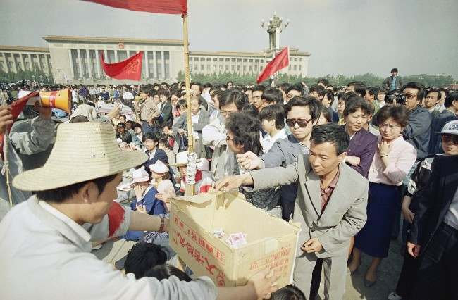 A Beijing University student collects contributions to support the hunger strike from passers by in Beijing's Tiananmen Square, Tuesday, May 16, 1989. The strike is now is its fourth day. (AP Photo/Sadayuki Mikami)