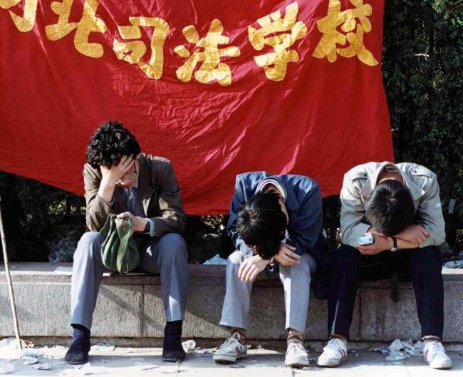University students rest in Tainanmen Square, Beijing, on May 26, 1989, wher their strike for government reforms is in its 13th day. (AP Photo/Staff/Widener)