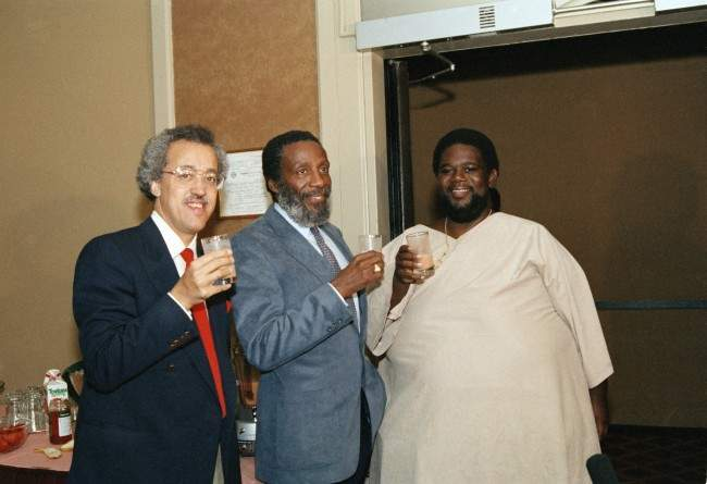 "Ron High, who has lost 300 pounds but he says he can?t see the difference, joins comedian Dick Gregory, left, at a news conference in New York, May 6, 1986. High has lived at Gregory's International Health Institute in the Bahamas, constantly monitored as he eats fruits and vegetables and Gregory's diet potion in addition to exercising. High of Brooklyn, New York said ""I?m learning about my body."" (AP Photo/Susan Ragan)"