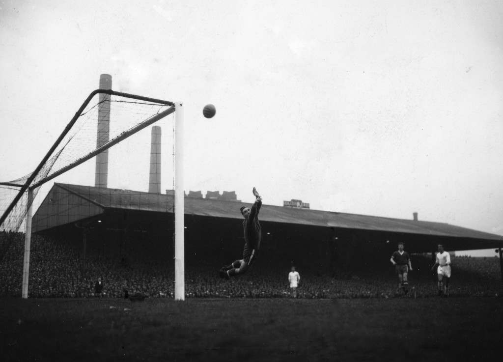 Soccer - European Cup Semi Final - 2nd Leg - Manchester United v Real Madrid - Old Trafford, Manchester. Ray Wood (Manchester United goalkeeper) tips a shot from Alfredo Di Stefano (Real Madrid) over the bar during the European semi-final, second leg match at Manchester. Result was a 2-2 draw giving Real Madrid a winning aggregate of 5-3 . 26/04/1957