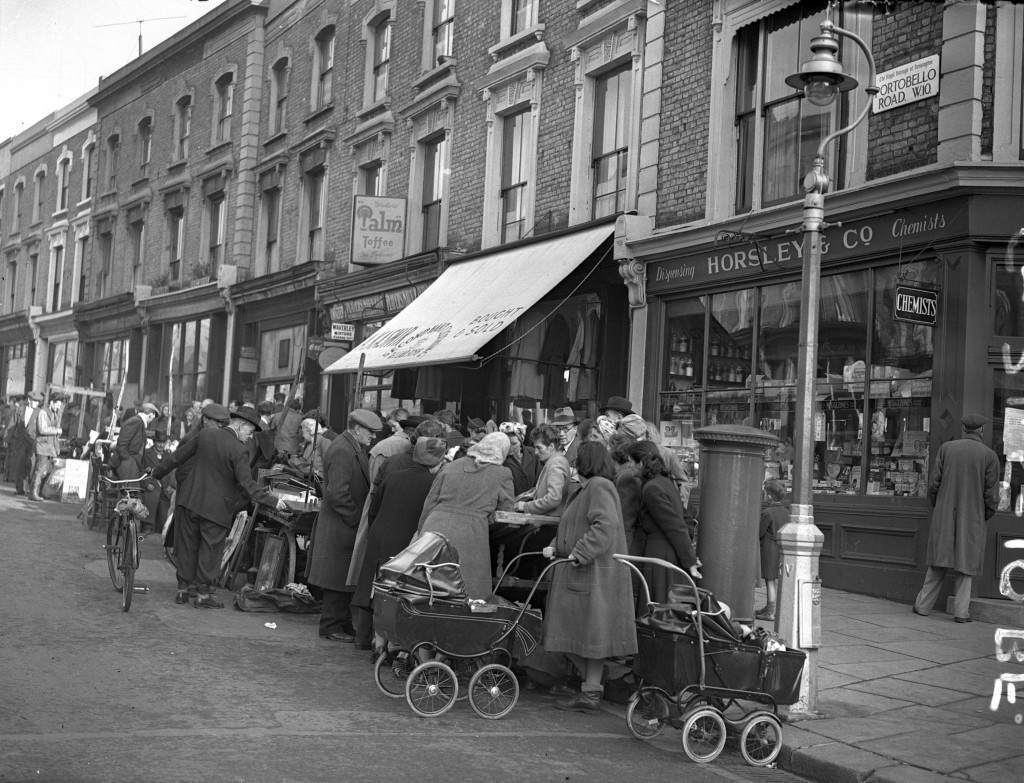 photographs of portobello road in 1950 flashbak. Black Bedroom Furniture Sets. Home Design Ideas