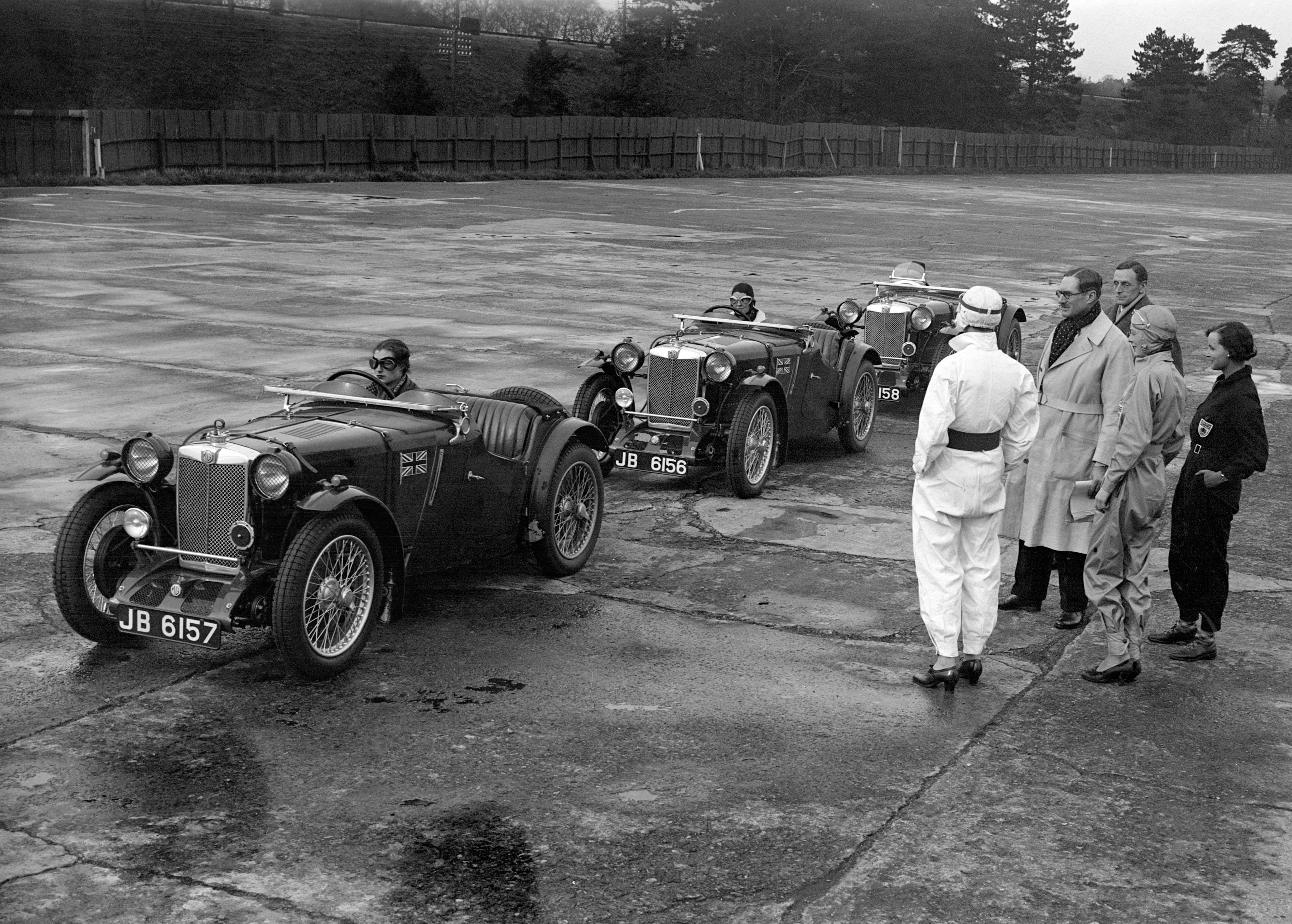 The-MG-womens-team-practising-for-Le-Mans-at-Brooklands..jpg
