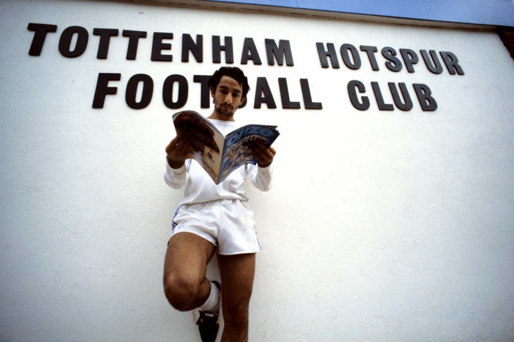 Tottenham Hotspur's Osvaldo Ardiles reads a copy of Onze at White Hart Lane