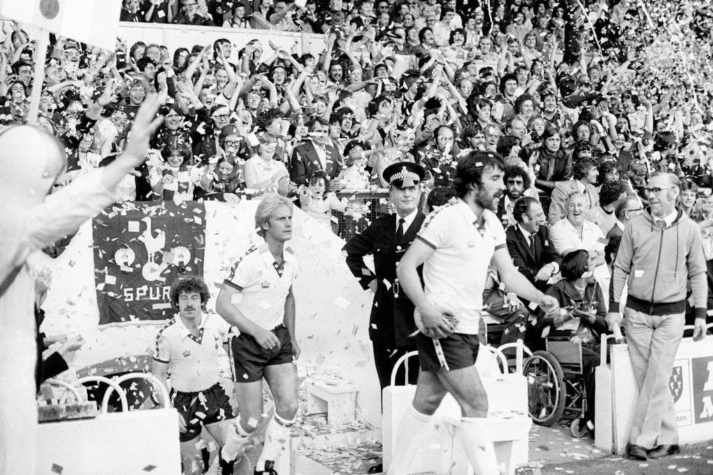 Tottenham Hotspur's Ricardo Villa steps out to a ticker tape welcome on his home debut for his new club Ref #: PA.4723431  Date: 23/08/1978