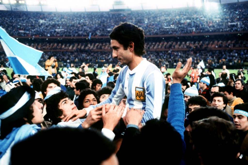 Argentina's Osvaldo Ardiles is carried by triumphant Argentina fans, celebrating their 3-1 victory in the World Cup Final
