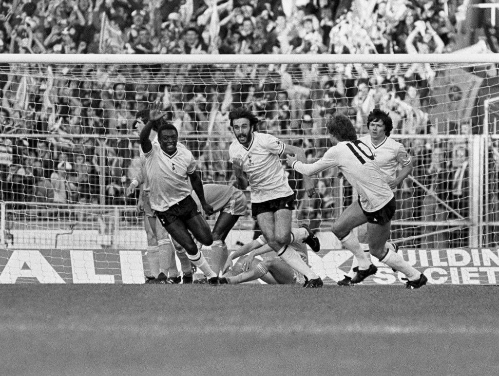 Tottenham Hotspur's Ricardo Villa (second l) celebrates scoring the opening goal with teammates Garth Crooks (l), Glenn Hoddle (second r) and Steve Perryman (r)