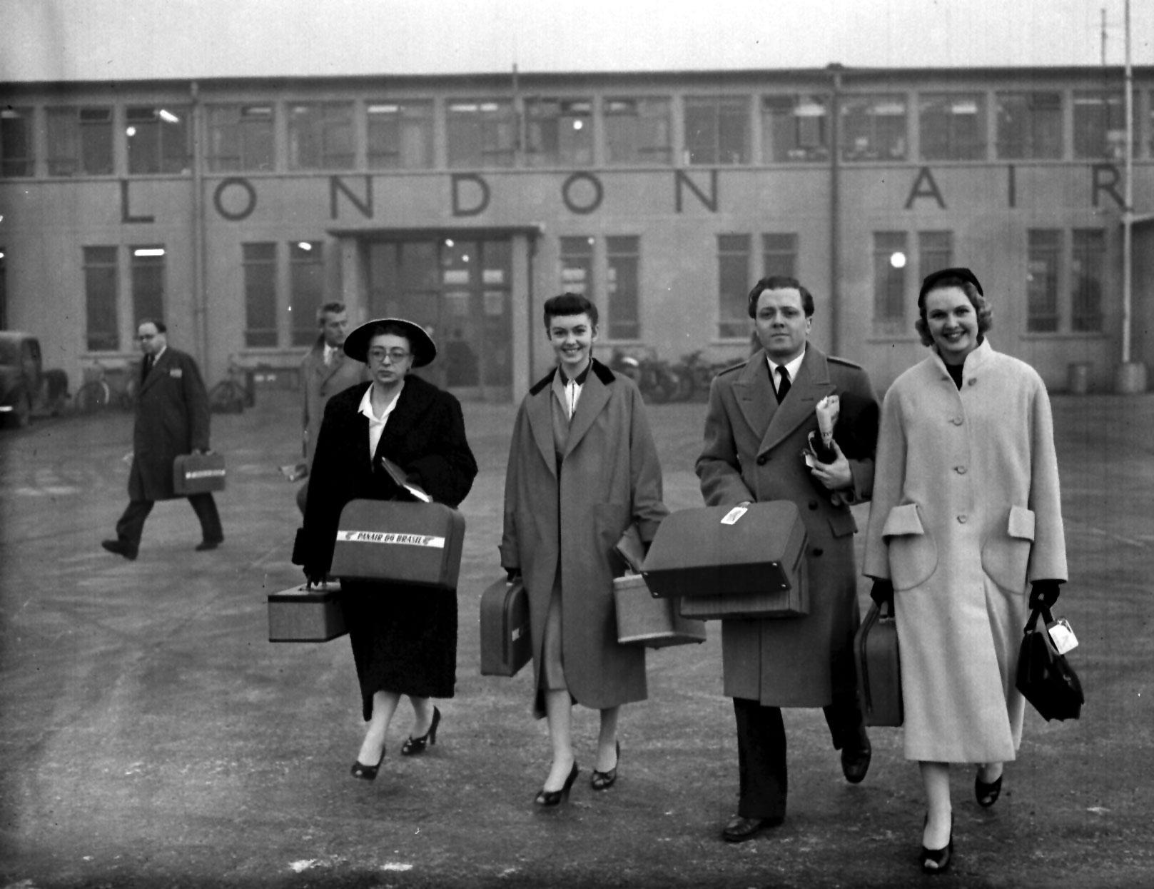 Thora Hird, Janette Scott, Richard Attenborough and Sheila Sim at London Airport (later Heathrow) ready to fly to the Uruguay Film Festival, 1955.