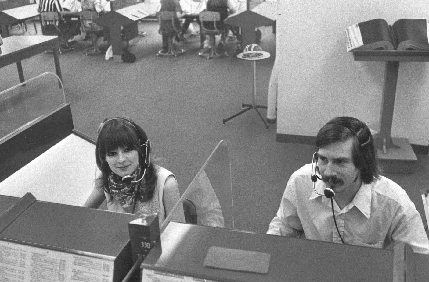 014_telephone operators in the 70s
