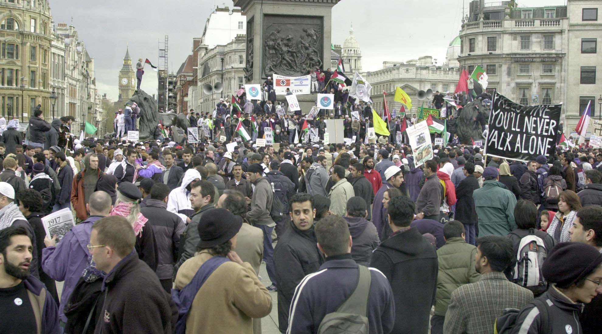 A view of Trafalgar Square, in central London as thousands of British Muslims held a demonstration in the square in protest at the Israeli action against Palestinians in the Middle East. 13/4/2002