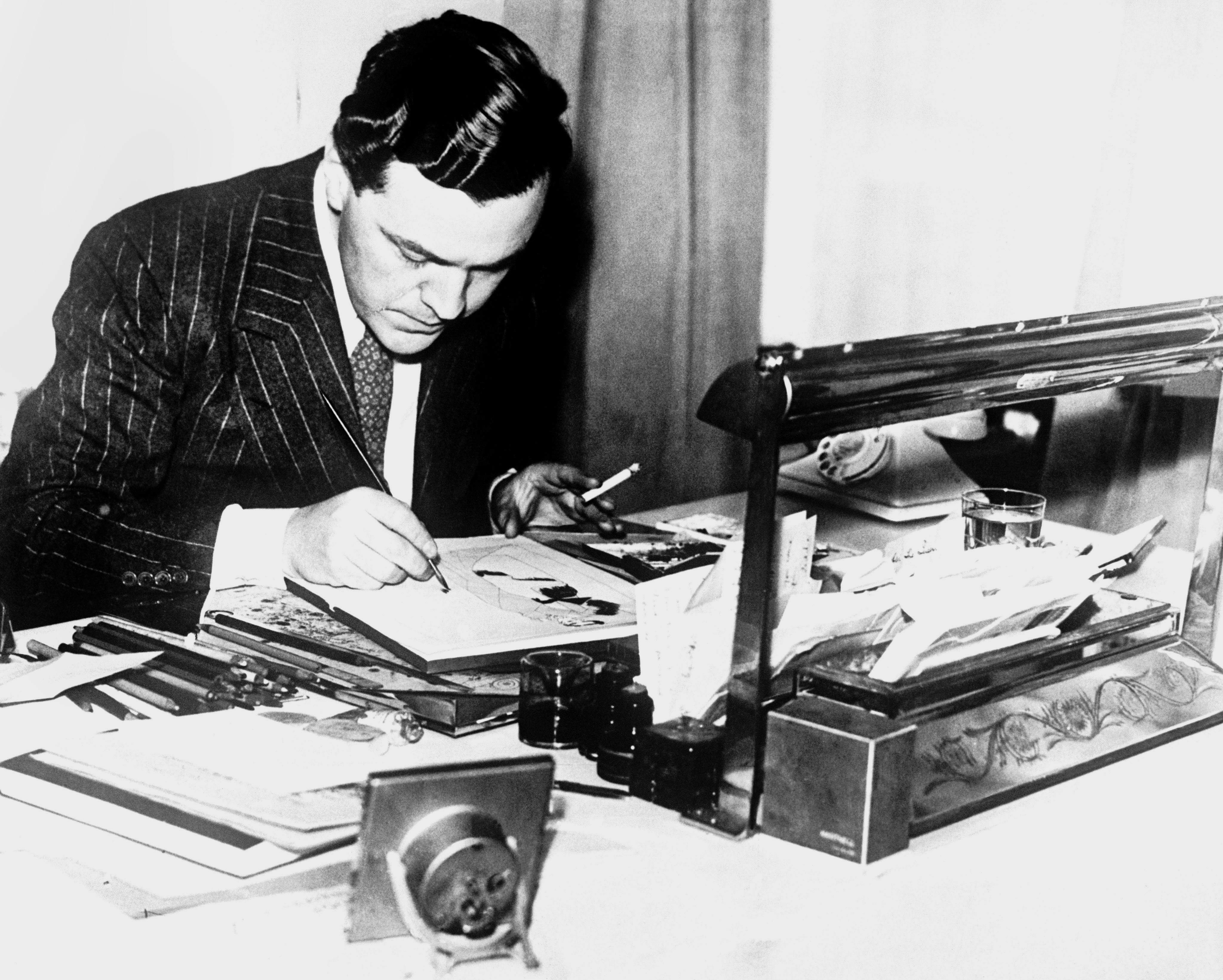 The designer Norman Hartnell in 1942.