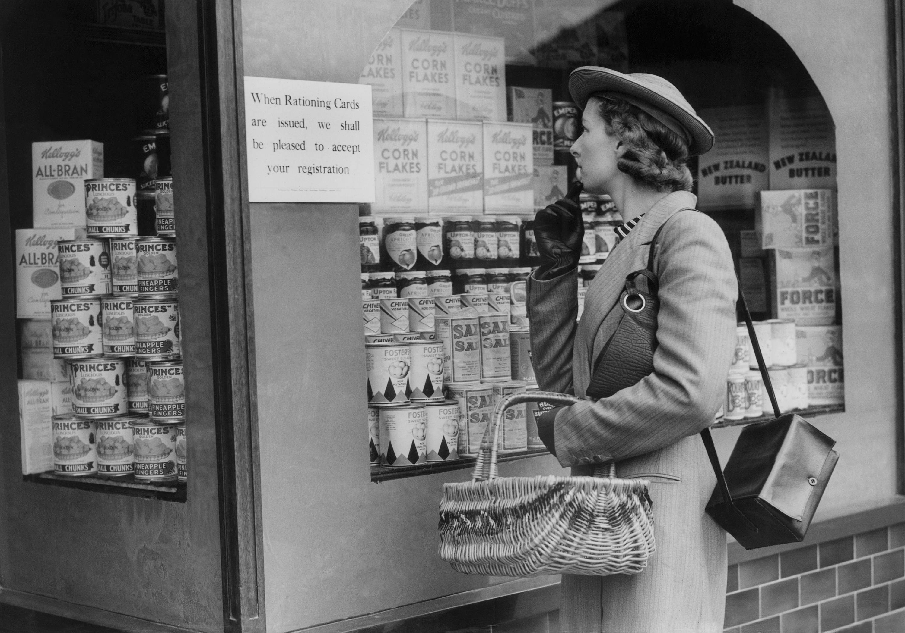 The Rationing Years in Britain 1939 - 1954 - Flashbak