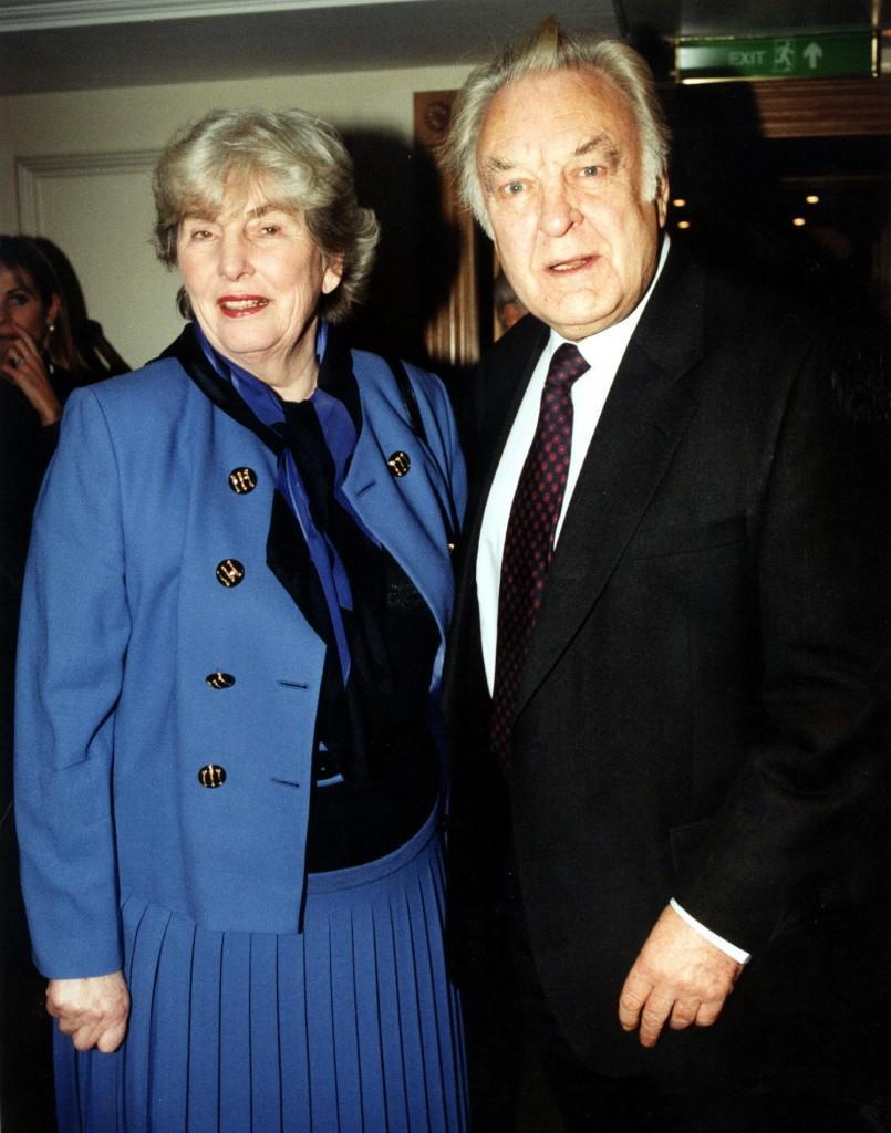 PA NEWS 28/11/97 ACTOR DONALD SINDEN WITH HIS WIFE AT THE EVENING STANDARD DRAMA AWARDS.  *22/10/04: Lady Diana Sinden, the wife of veteran actor Sir Donald Sinden, died at the age of 77. She fought a battle with cancer, and died at the Pilgrim's Hospice, in Ashford, Kent.