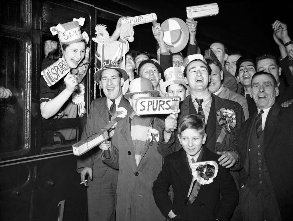 Tottenham Hotspur fans board the train at Euston Station before traveling to the FA Cup Semi-Final match against Blackpool Ref #: PA.11397141 Date: 13/03/1948