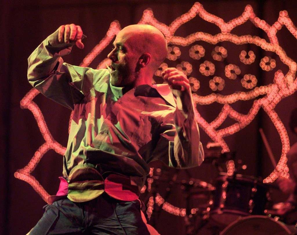 R.E.M. lead singer, Michael Stipe, dances on stage during REM's headline performance at the 1999 Glastonbury Festival.  25/06/1999 Picture by: PA/PA Archive/Press Association Images Image Size: 1220x964